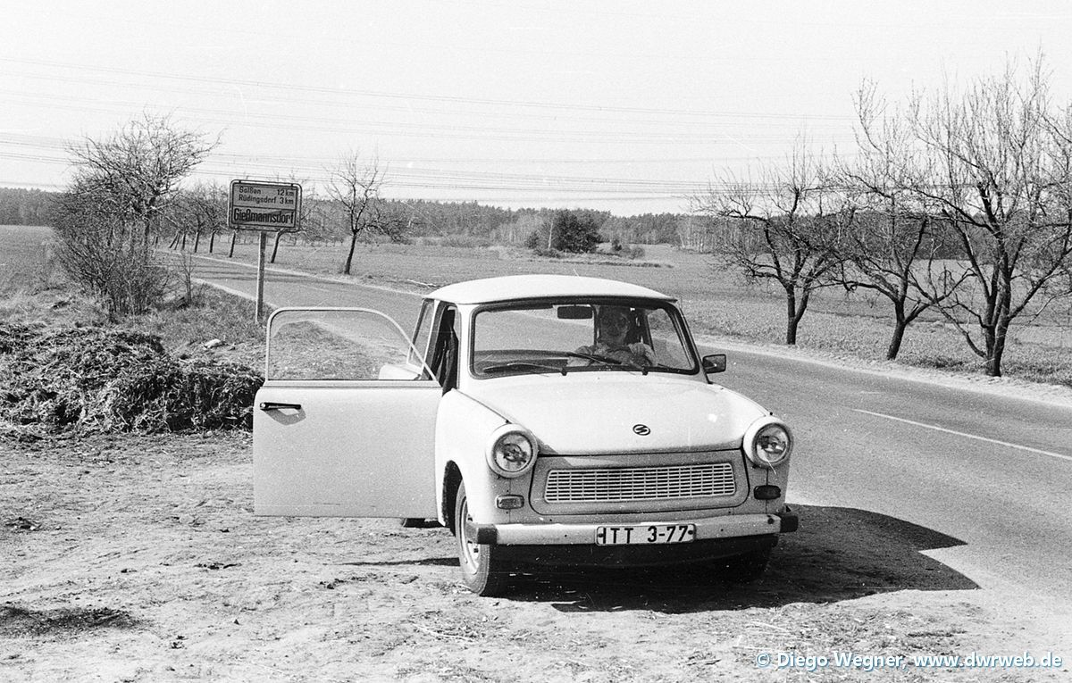 1988-04-17_Trabant-Mietwg_Ortsausf_Gießmannsdorf
